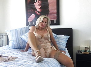 Mature,milf,lingerie,hd flicks