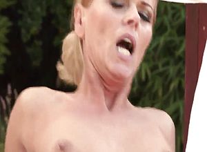 Cougar,grannies,milfs,outdoor,mature