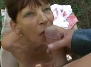 amateur,grannies,mature,outdoor