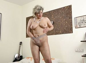 dildo,granny,matures,pantyhose,cougar,seduced