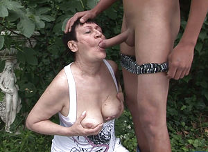 Kissing,blowjob,reality,grandma,outdoor