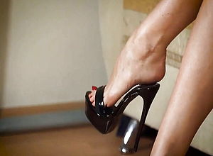 Amateur,mature,hidden camera,voyeur,foot fetish,high high heeled shoes