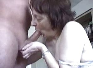 Amateur,blowjobs,sucking,granny