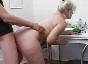 blowjob,cumshot,mature,creampie,granny,cunnilingus,eating cootchie