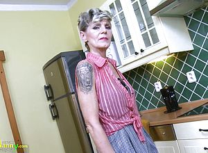 Mature,mature amateur,short Hair,granny