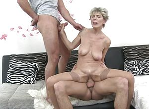 Mature,milf,old amp,young,granny,hd videos,threesome,mature nl