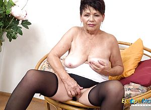 mature,mature Amateur,granny,short hair