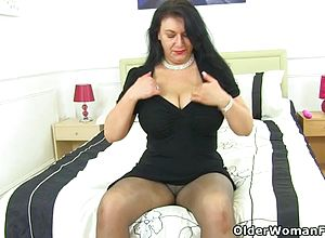 british,cougar,granny,milf,matures,fetish,nylons,pantyhose,striptease,fingering