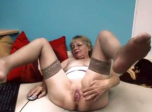 straight,webcam,grannies,stockings,strip,solo