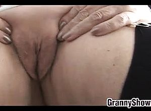 Amateur,close up,granny,masturbation