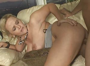 thick tits,cougar,grannies,milfs,mature